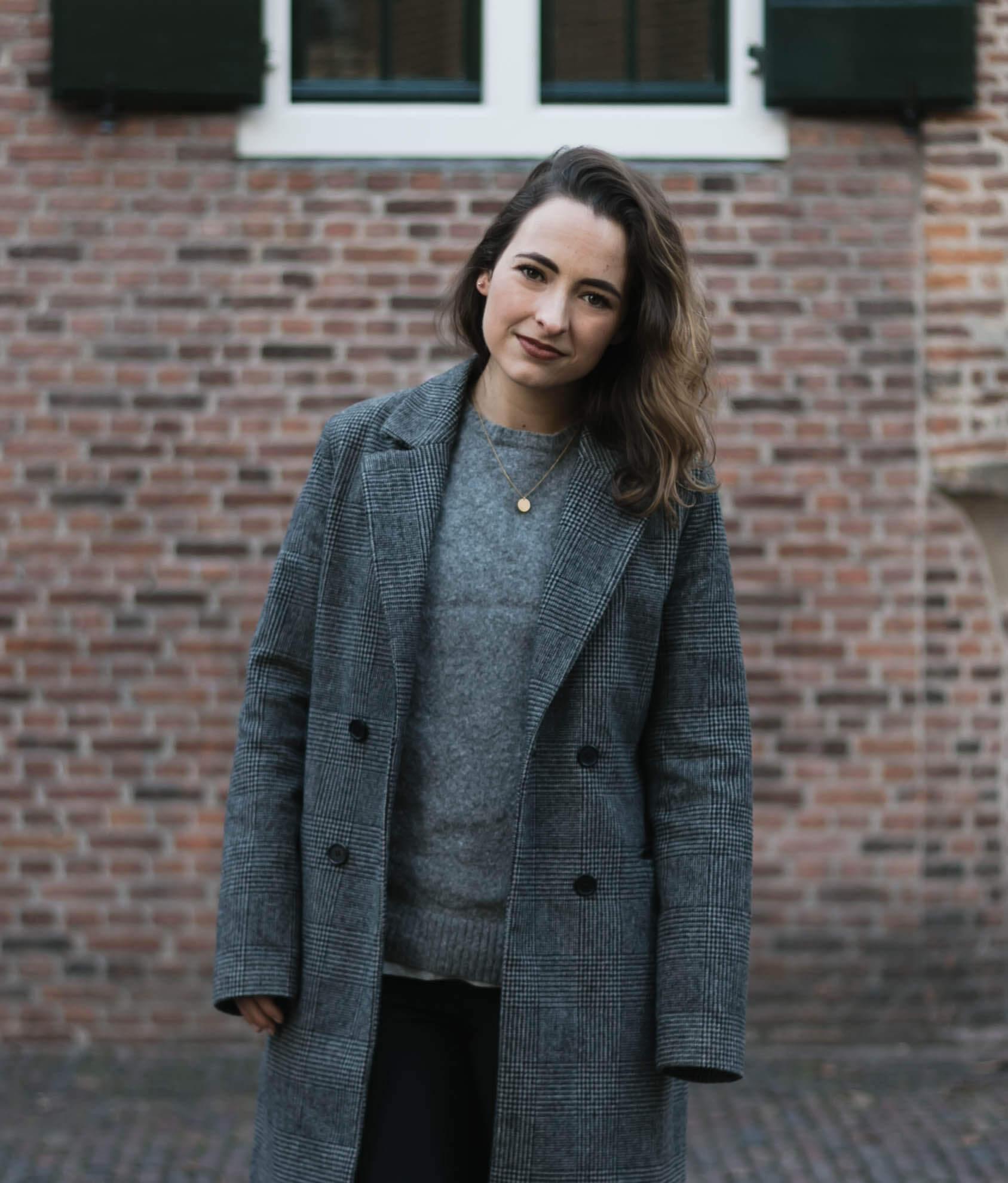 Mijn outfit met geruite jas en glitterschoenen